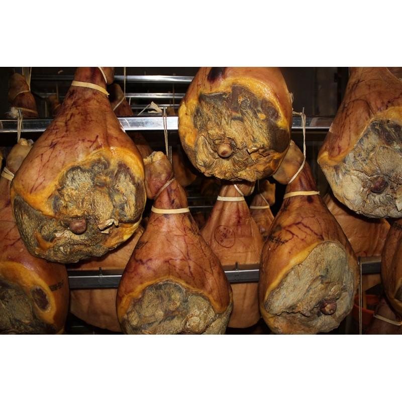 Jambon de pays entier fabrication maison produit naturel - Fabrication de saucisson sec maison ...
